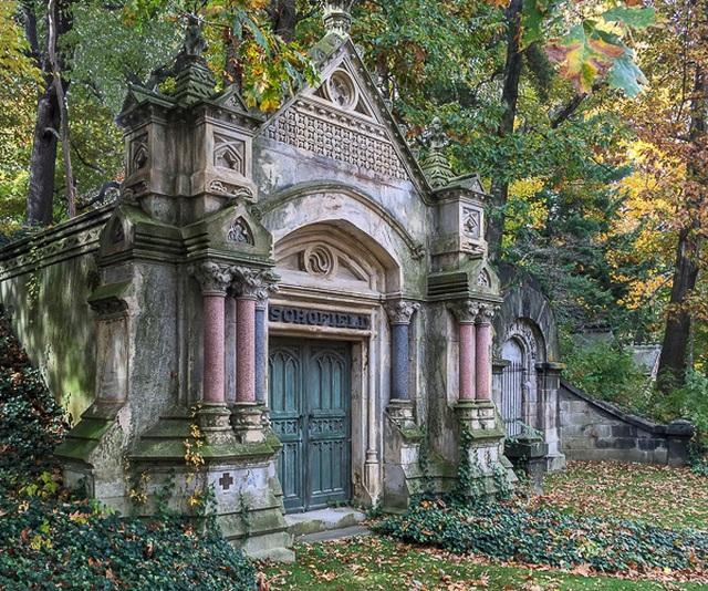 Ám ảnh trước pho tượng khóc ra nước mắt đen trong nghĩa trang lạnh lẽo - 1