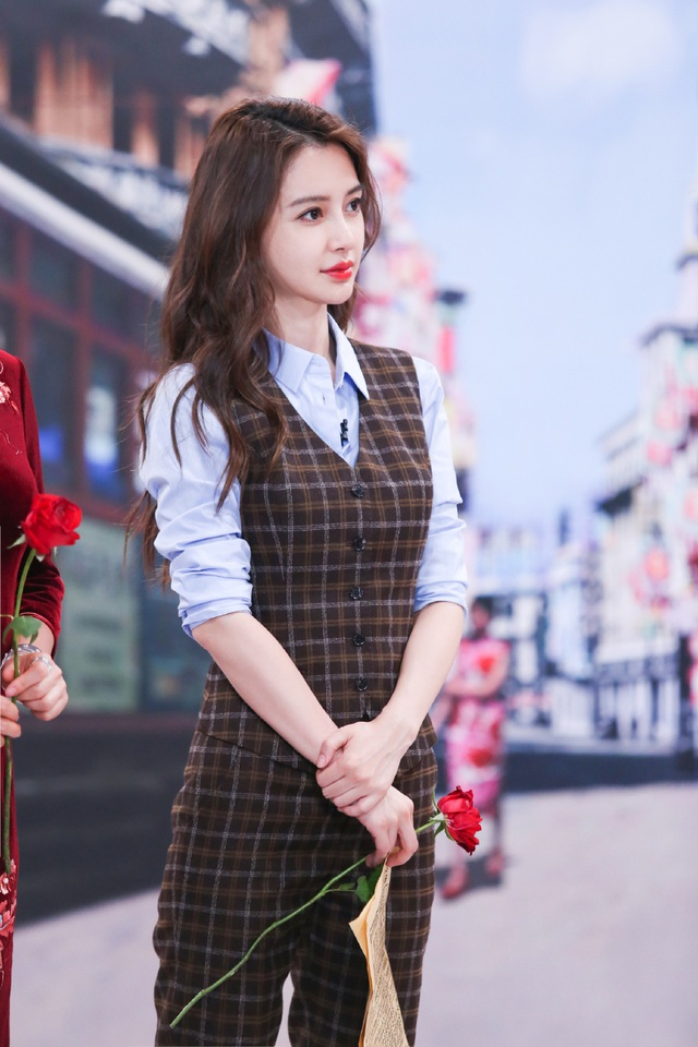 """Sự nghiệp của Angelababy """"tuột dốc"""" vì tin đồn ly hôn với Huỳnh Hiểu Minh? - 2"""