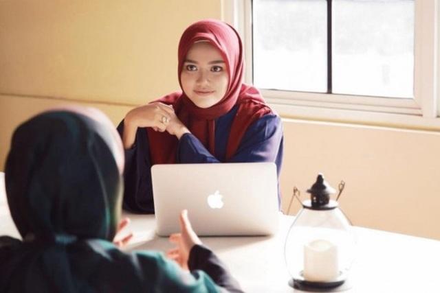 Phụ nữ trẻ Indonesia khởi nghiệp thành công với thời trang Hồi giáo - 1