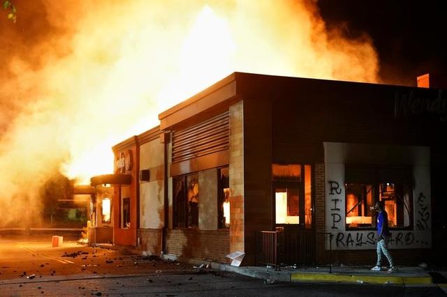 Cảnh sát Mỹ treo thưởng 10.000 USD tìm nghi phạm vụ phóng hỏa bạo động - 2