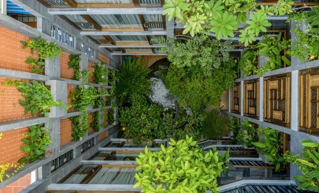 """Tòa nhà ở Đà Nẵng """"ẩn giấu"""" cả khu vườn nhiệt đới tuyệt đẹp bên trong - 1"""