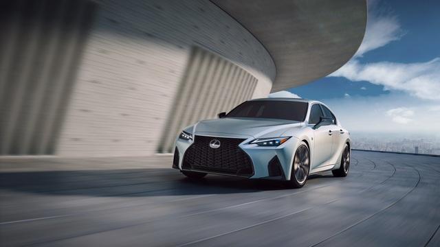 Lexus IS phiên bản nâng cấp 2021 có gì khác xe đời cũ? - 1