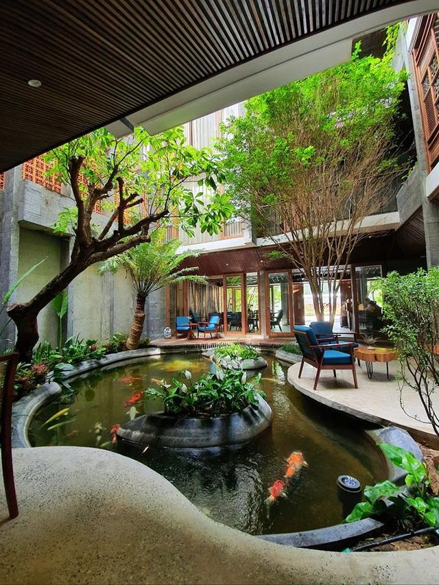 """Tòa nhà ở Đà Nẵng """"ẩn giấu"""" cả khu vườn nhiệt đới tuyệt đẹp bên trong - 2"""