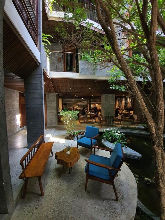 """Tòa nhà ở Đà Nẵng """"ẩn giấu"""" cả khu vườn nhiệt đới tuyệt đẹp bên trong - 4"""