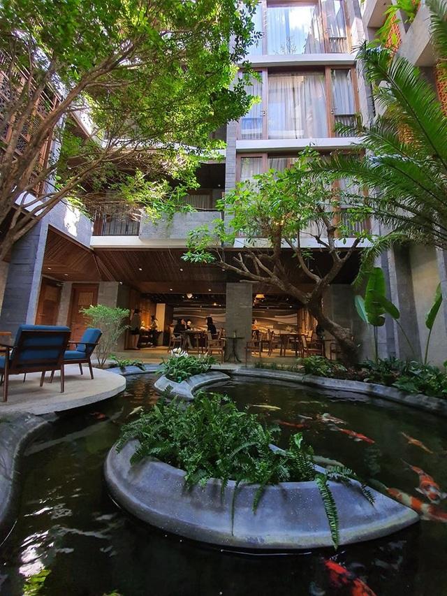 """Tòa nhà ở Đà Nẵng """"ẩn giấu"""" cả khu vườn nhiệt đới tuyệt đẹp bên trong - 3"""