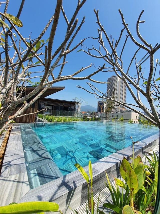 """Tòa nhà ở Đà Nẵng """"ẩn giấu"""" cả khu vườn nhiệt đới tuyệt đẹp bên trong - 7"""