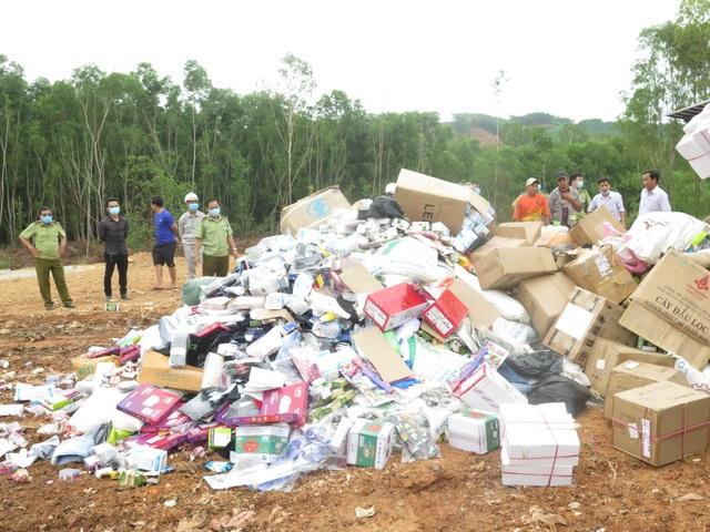Quảng Ngãi: Tiêu hủy 18.000 sản phẩm hàng giả, kém chất lượng - 1