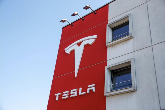 Tesla đã được định giá quá đà? - 1