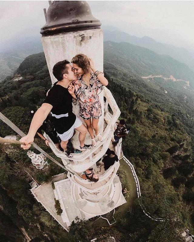 """Tái mặt khi leo lên tháp """"tử thần"""" với gió mạnh chỉ chực cuốn bay người - 4"""