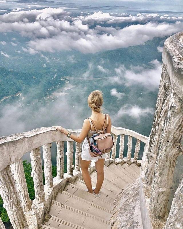 """Tái mặt khi leo lên tháp """"tử thần"""" với gió mạnh chỉ chực cuốn bay người - 5"""