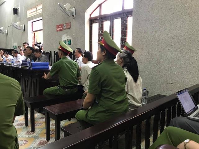 Vụ nữ sinh giao gà ở Điện Biên: Bùi Thị Kim Thu đánh bị cáo khác tại toà - 3