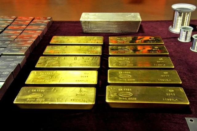 Tìm hành khách bỏ quên chiếc túi chứa đầy vàng thỏi trị giá hơn 4,4 tỷ đồng - 1