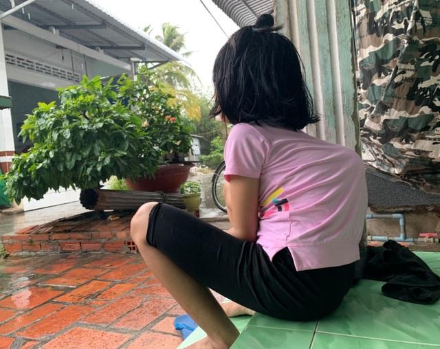 Thương cô sinh viên nghèo có bàn tay lạ thường, thân hình như trẻ mầm non - 2