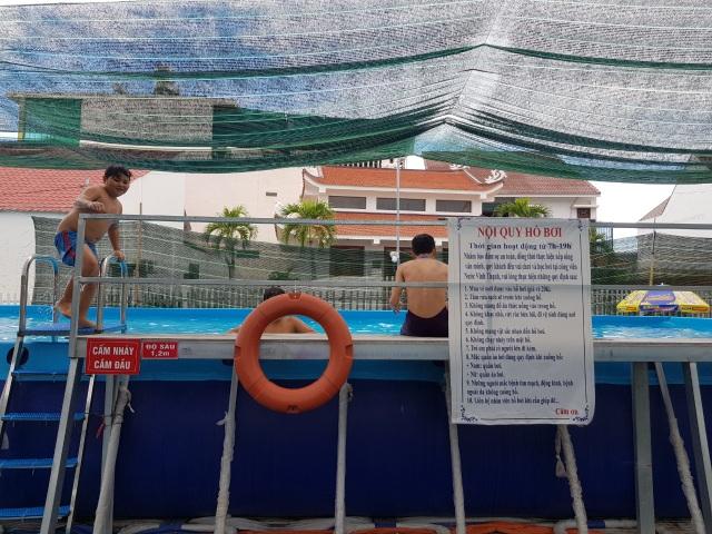 Thầy giáo đầu tư hồ bơi cho học sinh vùng ven học bơi dịp hè - 4