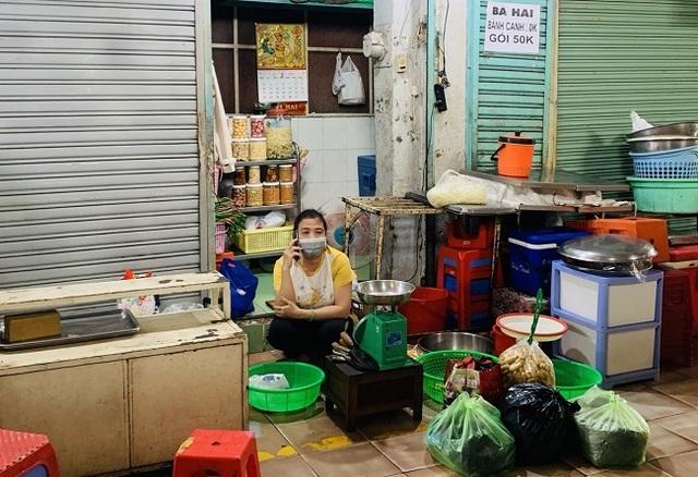 Chợ Bến Thành vẫn đìu hiu mong khách du lịch - 2