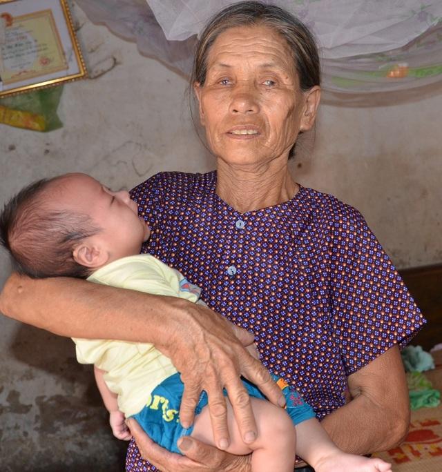 Bé 3 tháng tuổi bị bệnh tật giày vò được bạn đọc giúp đỡ gần 1 tỉ đồng - 1
