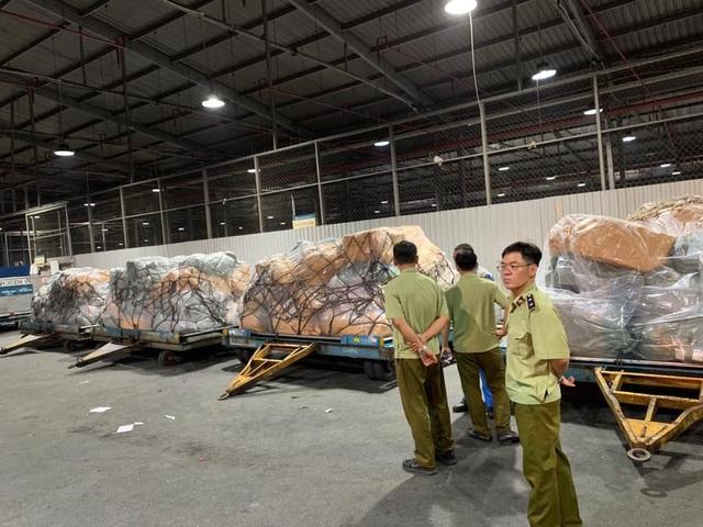 Thu giữ nhiều tấn hàng không hóa đơn chứng từ tại sân bay Tân Sơn Nhất - 2