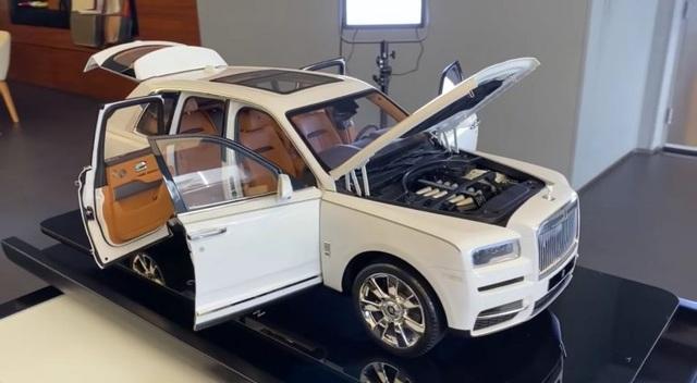 Mô hình xe Rolls-Royce tí hon đắt ngang BMW X3 - 1
