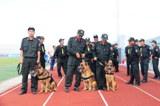 Diễn tập siết chặt an ninh tránh sự cố trên sân Hà Tĩnh trước trận đấu mới - 3