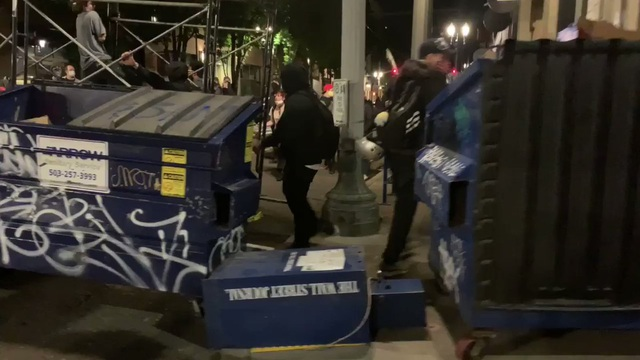 Người biểu tình Mỹ vây quanh nhà thị trưởng, tính lập khu tự quản mới - 1