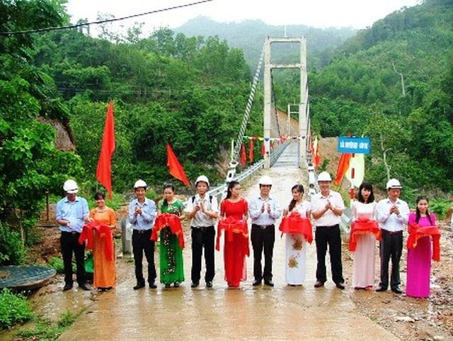 Chủ tịch Quảng Bình tặng Bằng khen cho phóng viên Báo Dân trí - 3