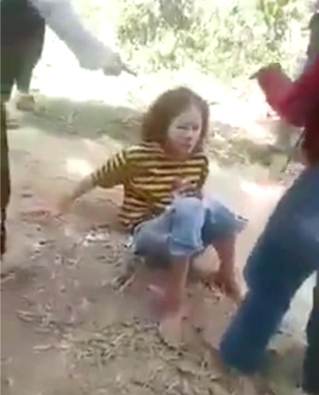 Nghệ An: Nhóm nữ sinh lớp 8 đánh đập bạn trong khu rừng  - 1
