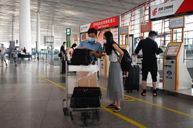 Bắc Kinh hủy gần 70% chuyến bay ngăn làn sóng Covid-19 thứ hai - 1