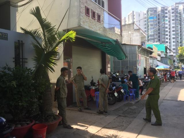 Hai cha con tử vong, người mẹ bỏng nặng trong vụ cháy phòng trọ - 1