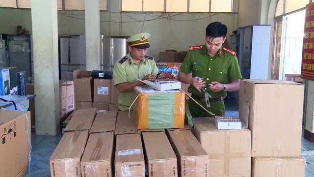 Phú Yên: Bắt giữ 5.400 đồng hồ đeo tay nhập lậu - 1