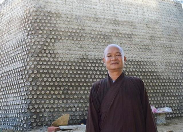 Ngôi chùa được làm từ 60.000 chai nhựa - 6