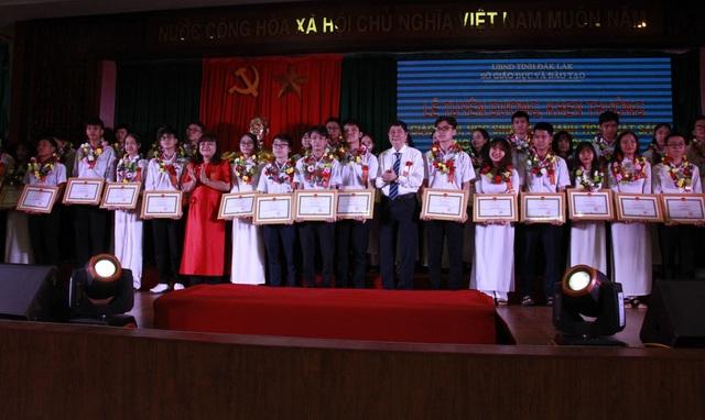 Đắk Lắk: Tuyên dương 39 học sinh đạt giải Học sinh giỏi quốc gia - 1