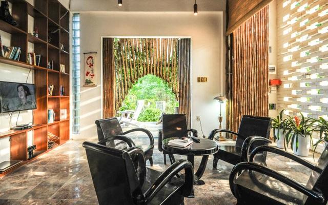Chán biệt thự phố, vợ chồng Việt về quê làm nhà tranh giữa vườn cây, ao cá - 5