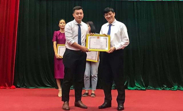 Phóng viên trẻ Báo Dân trí nhận bằng khen của Bộ trưởng Bộ Y tế - 1