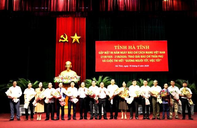 Phóng viên Dân trí đoạt nhiều giải báo chí tại Hà Tĩnh - 1