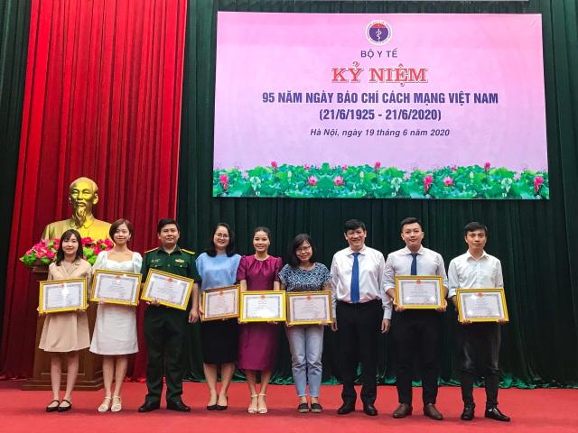 Phóng viên trẻ Báo Dân trí nhận bằng khen của Bộ trưởng Bộ Y tế - 2