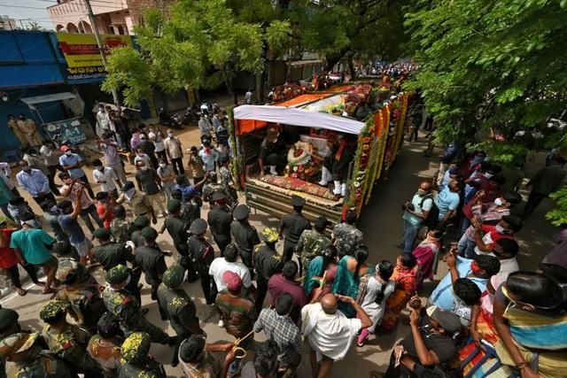 Ấn Độ sục sôi vì vụ đụng độ, Bộ trưởng kêu gọi tẩy chay hàng Trung Quốc  - 2