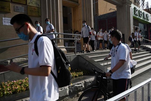 Số ca mắc Covid-19 tăng mạnh, tất cả trường học tại Bắc Kinh đóng cửa  - 1