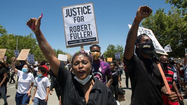 Cảnh sát Mỹ lại bắn chết một người da màu - 1