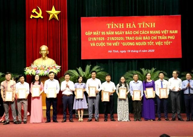 Phóng viên Dân trí đoạt nhiều giải báo chí tại Hà Tĩnh - 2