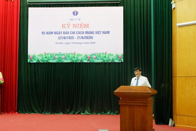 Phóng viên trẻ Báo Dân trí nhận bằng khen của Bộ trưởng Bộ Y tế - 4