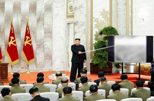 """Ông Kim Jong-un vắng bóng bí ẩn khi Hàn - Triều """"căng như dây đàn"""" - 1"""