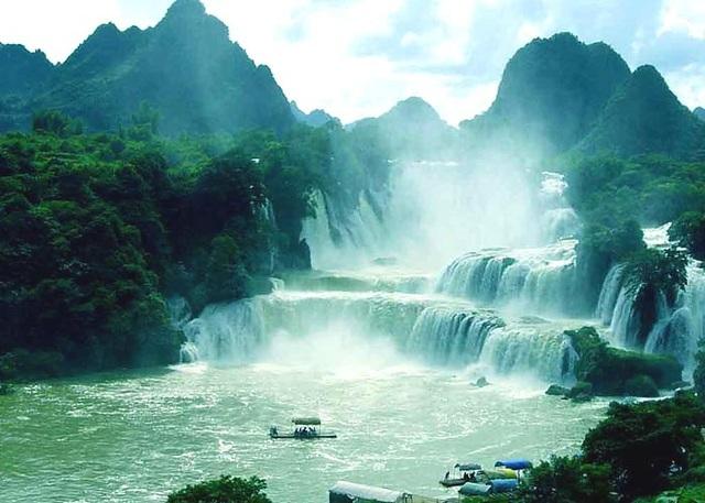 Thác nước hùng vỹ cuồn cuộn tuôn chảy 508 m3 nước mỗi giây - 2