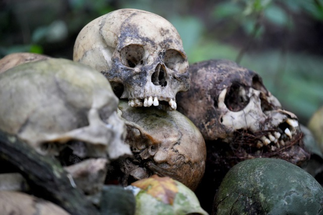 Vẫn mai táng lộ thiên để xác chết tự phân hủy bất chấp lo ngại về Covid-19 - 1