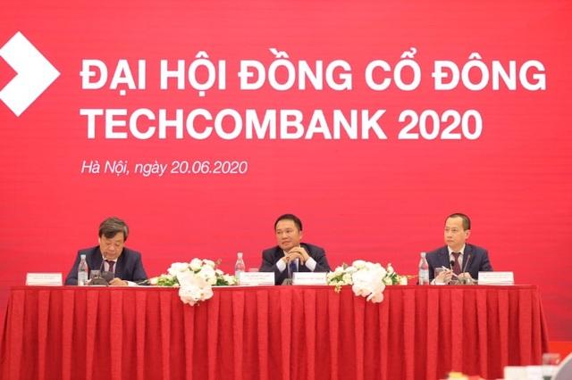 Tỷ phú Hồ Hùng Anh nói gì về mục tiêu lợi nhuận tăng 1% của Techcombank? - 1