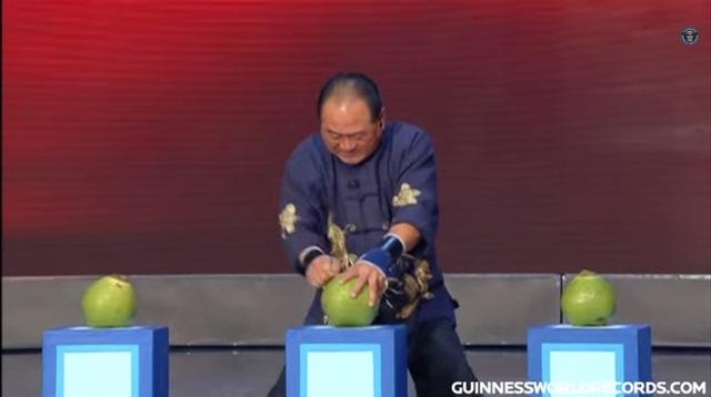 """Đại sư Thiếu Lâm dùng """"Nhất Dương Chỉ"""", lập kỷ lục Guinness - 1"""