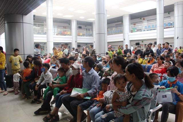 Hơn 1.200 trẻ em nghèo được khám sàng lọc, tầm soát tim miễn phí - 1
