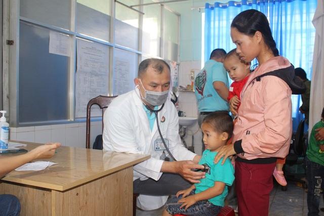 Hơn 1.200 trẻ em nghèo được khám sàng lọc, tầm soát tim miễn phí - 3