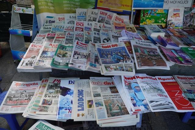 Vì sao người Hà Nội vẫn chọn báo giấy là