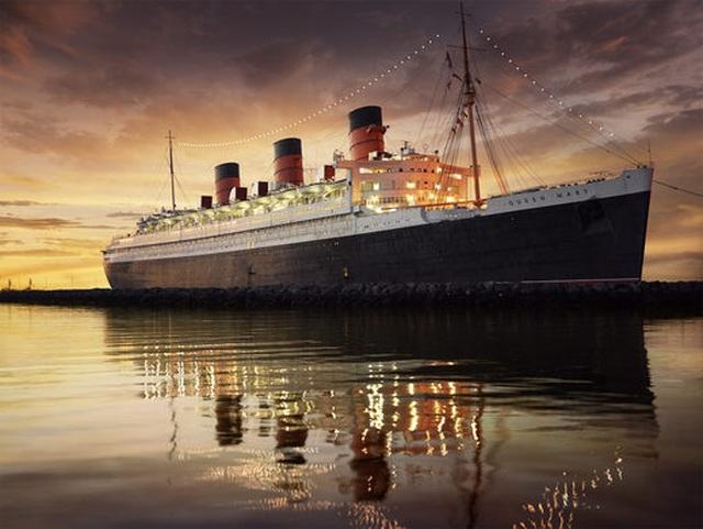 Du khách tò mò thám hiểm con tàu lịch sử Bóng ma nữ hoàng Mary - 1