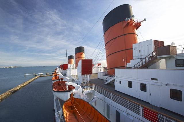 Du khách tò mò thám hiểm con tàu lịch sử Bóng ma nữ hoàng Mary - 2